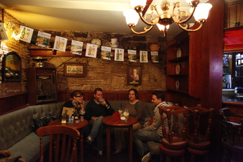 Black Horse Pub - Pub | Sports Bar in Barcelona.