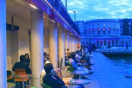 25 Degré Est - Bar   Café   French Restaurant in Paris.