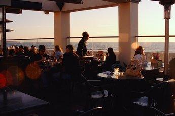Hennessey's Tavern - American Restaurant | Irish Pub | Tavern in Los Angeles.