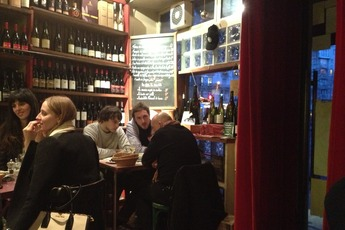 Le Verre Volé - Wine Bar | Bistro | French Restaurant in Paris.
