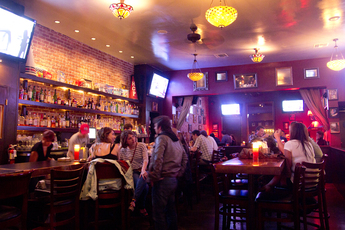 Henry's Hat - Bar | Restaurant in Los Angeles.