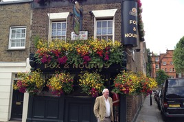 Fox & Hounds - Pub in London.