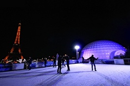 Christmas-market-and-ice-rink-at-trocadero_s268x178