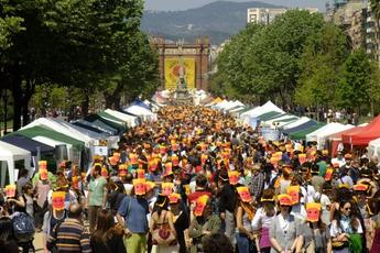 A hungry crowd makes its way through La Fira per la Terra in Barcelona.