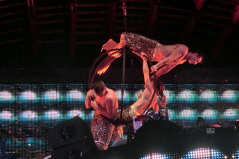 Circus acts at Ushuaïa in Ibiza!