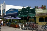 Big Dean's Oceanfront Cafe - Café | Beer Garden | Burger Joint | Beach Bar in Los Angeles.
