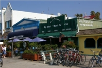 Big Dean&#x27;s Oceanfront Cafe - Caf | Beer Garden | Burger Joint | Beach Bar in Los Angeles.