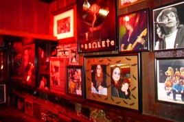 Rainbow Bar & Grill - Historic Bar | Restaurant in Los Angeles.