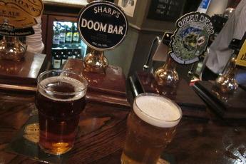 London Pub Crawls - Drinking Activity in London.