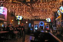 Lottie&#x27;s Pub - Pub | Sports Bar in Chicago.