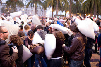 International Pillow Fight Day: Barcelona - Party | Special Event in Barcelona.