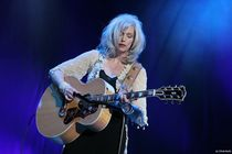 Emmylou-harris_s210x140