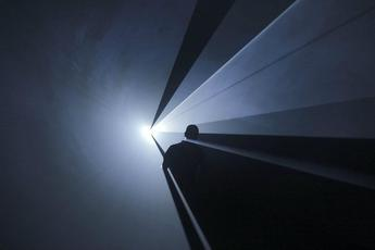 Anthony McCall: Five Minutes of Pure Sculpture - Art Exhibit in Berlin.