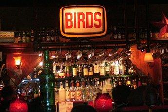 Birds Café-Bar - Bar | Café | Restaurant | New American Restaurant | Burger Joint in Los Angeles.