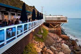 Moonshadows - Lounge | Seafood Restaurant | Beach Bar in Los Angeles.