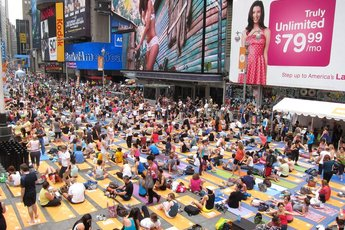 Solstice in times square mind over madness new york for Things to do around times square