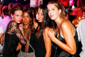 Dream night barcelona summer club night party earth for Night club barcelona