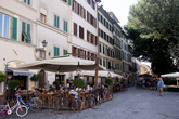 People lunching at Cabiria in Florence.