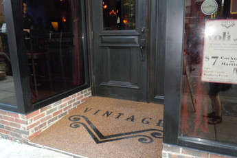 Vintage Lounge - Bar | Lounge | Restaurant in Chicago.