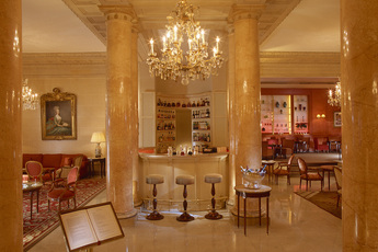 Le Bar du Hôtel le Bristol - Hotel Bar in Paris.
