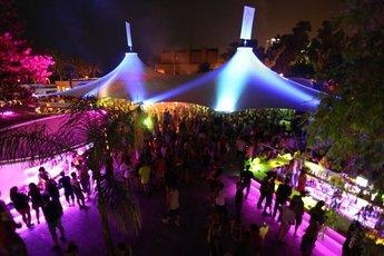 L 39 atl ntida beach club barcelona party earth for Beach club barcelona