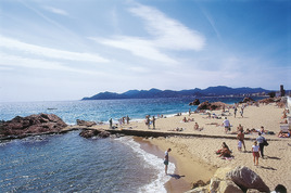 Plage de la Croisette - Beach | Outdoor Activity | Shopping Area in French Riviera.